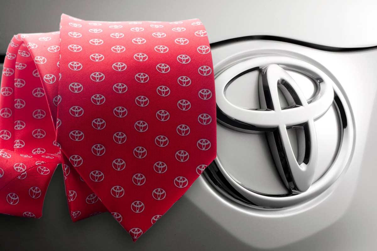 Dise o de corbatas corporativas en barcelona boccola for Disenos de corbatas